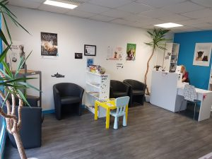 Clinique vétérinaire accueil, espaces chats et chiens, suite